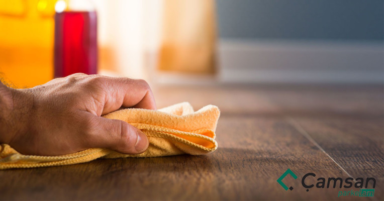 vệ sinh và bảo quản sàn gỗ công nghiệp
