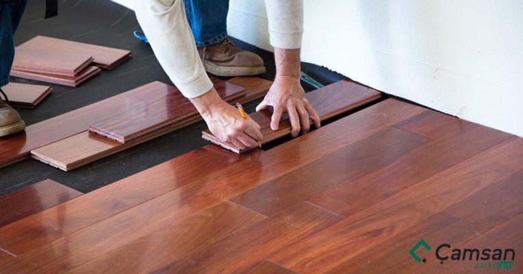 Sửa sàn gỗ công nghiệp bị cong vênh
