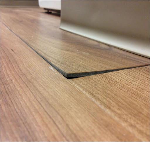 sàn gỗ không bằng phẳng