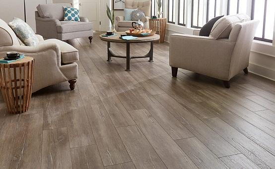 Sàn có các lớp bảo vệ bề mặt giúp màu sắc và vân gỗ không bị phai