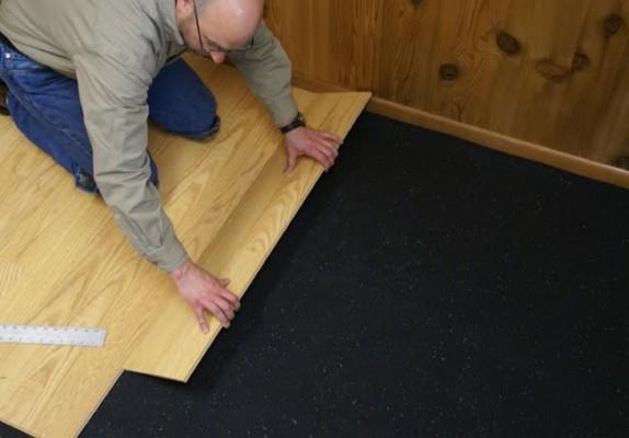 Bề mặt sàn phải thật bằng phẳng