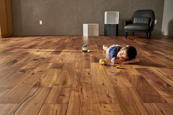 Sàn gỗ kêu khi đi lại