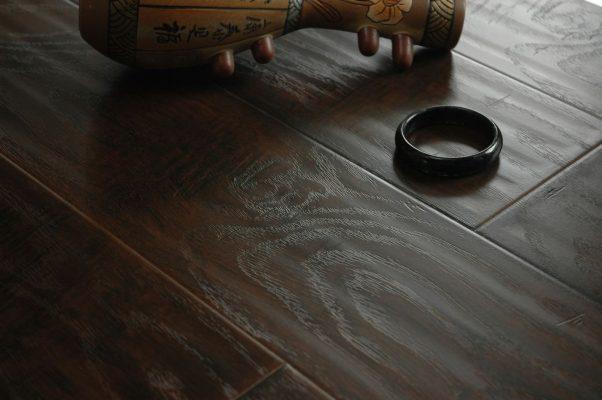 sàn gỗ công nghiệp mặt sần